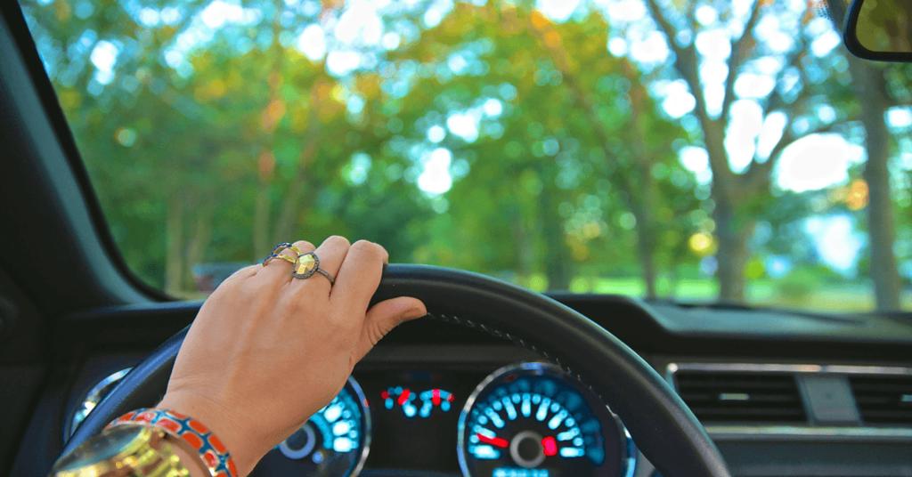 Podcasts hören beim Autofahren