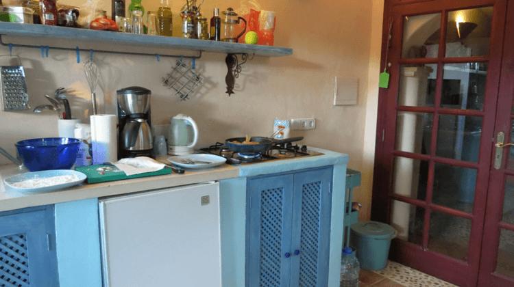 """Unsere """"Porche"""" (mallorquinische Außenküche"""") - mein Arbeitsplatz während unseres Urlaubs"""