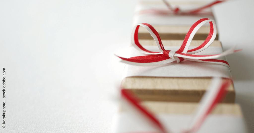 Newsletter-Sequenz - dargestellt als Geschenkpäckchen