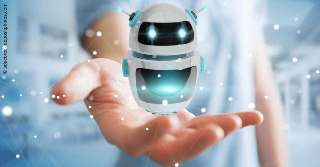 Messenger Bots sind ein wichtiges Marketing-Instrumen - Foto eines kleinen Roboters auf einer Hand